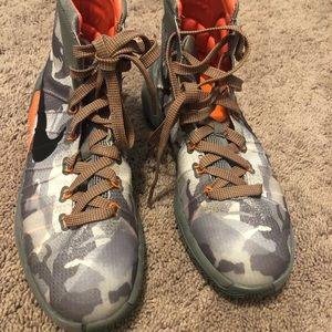 Nike Kids Hyperdunk 2015 Basketball Shoe